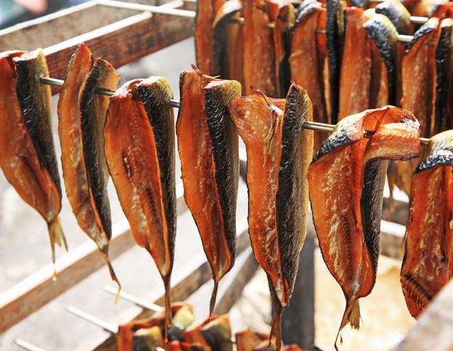 Приготовить рыбу холодного копчения