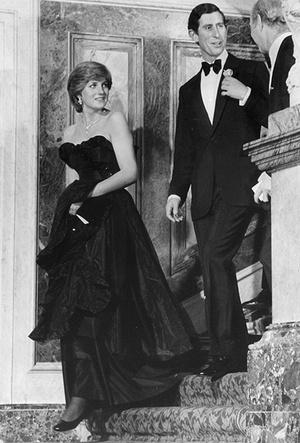 Фото №4 - Черное платье Дианы и ее первая ссора с женихом: как проходил дебют невесты Чарльза