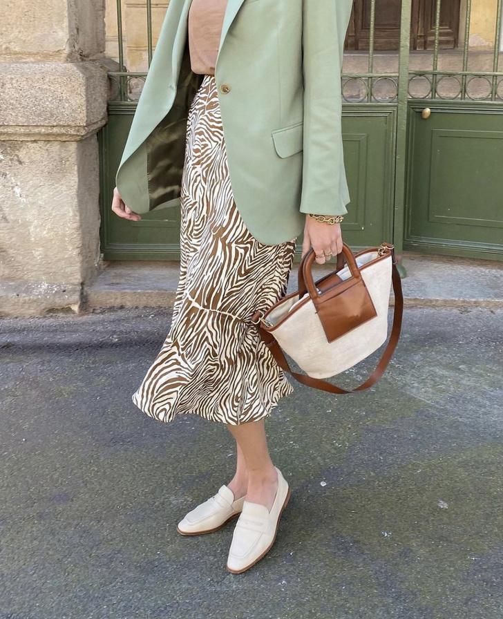 Фото №2 - Мятный пиджак + шелковая юбка: весенний образ француженки Жюли Феррери, который легко повторить