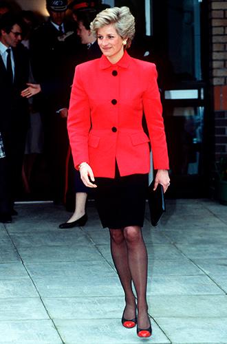 Фото №55 - 60 красных нарядов: как принцесса Диана носила любимый цвет