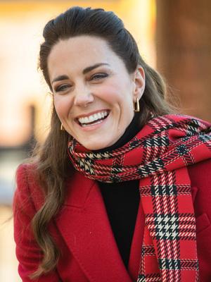 Фото №13 - Все наряды герцогини Кейт в рождественском туре по Великобритании