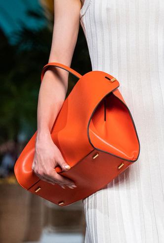 Фото №24 - Самые модные сумки весны и лета 2020
