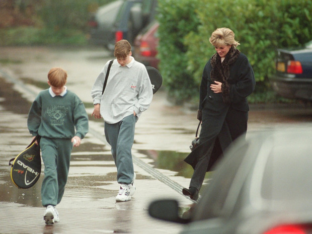 Фото №3 - Перед трагедией: о чем был последний разговор Дианы с сыновьями