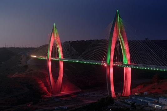 Фото №1 - Philips Lighting осветила «Инженерное чудо Африки»