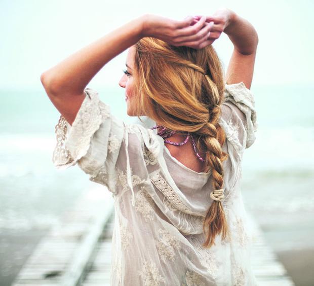 Фото №1 - Береги смолоду: что делать, если выпадают волосы