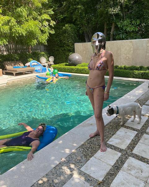 Фото №2 - 62-летняя Шэрон Стоун показала фигуру в купальнике