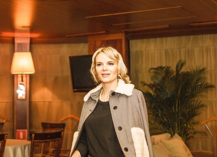 Фото №1 - «Гуру» этикета Марии Буше провела вечер этикета в ресторане-теплоходе «Ласточка»