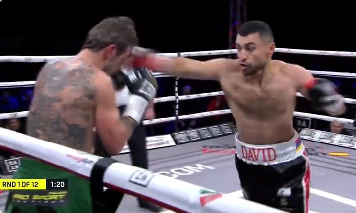 Фото №1 - Российский боксер нокаутировал испанца в первом раунде и отстоял пояс чемпиона (полное видео боя)