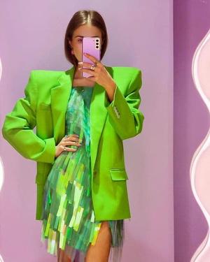 Фото №29 - Как носить ярко-зеленый цвет— самый модный в этом сезоне