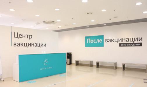 Фото №1 - За первые три часа - более 20 человек. Как делают прививки от коронавируса в торговых центрах Петербурга