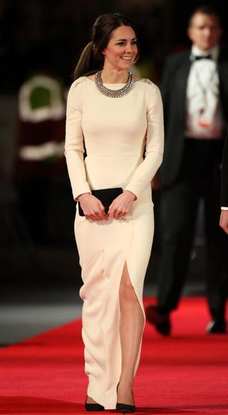 Фото №27 - 15 примеров, когда королевские особы надевали одно и то же вечернее платье несколько раз