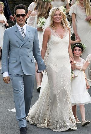 Фото №10 - 16 самых известных, красивых и дорогих свадебных платьев за всю историю