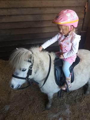 Фото №2 - 3-летняя девочка умирала от рака, пока ее лечили от запора