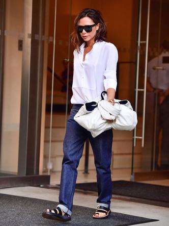 Фото №13 - Не ждали: почему джинсы с низкой талией снова в тренде (и как их носить)