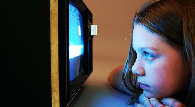 Сколько времени детям можно проводить у экранов?