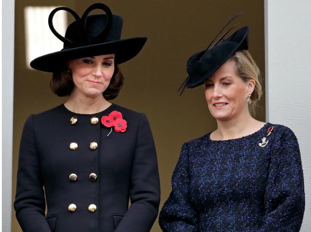 Фото №1 - Новый уровень: как Кейт и Софи изменили лицо современной монархии
