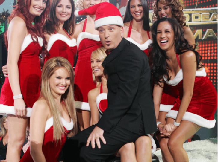 Фото №3 - Битва Санта-Клаусов: кому костюм идет больше – Гарри или Меган?