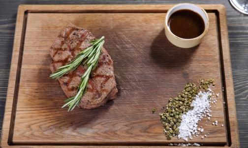 Фото №1 - Врачи думают, что санкции помогут заменить вредное мясо на полезные бобы