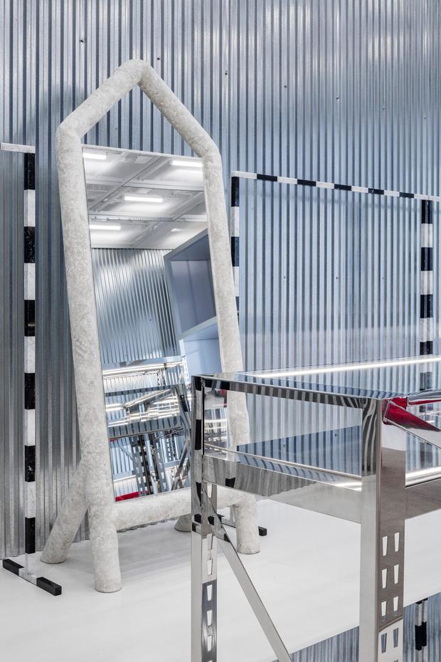 Фото №8 - Флагманский бутик Off-White по дизайну Вирджила Абло и AMO