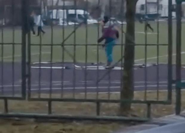 Фото №1 - В московской школе сняли детей, занимающихся на лыжах без снега (видео)
