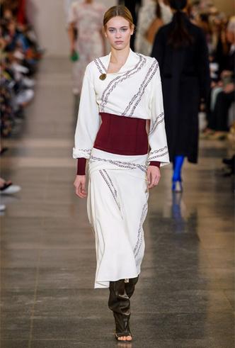 Фото №13 - Как носить баски и широкие пояса (и где искать самые модные)