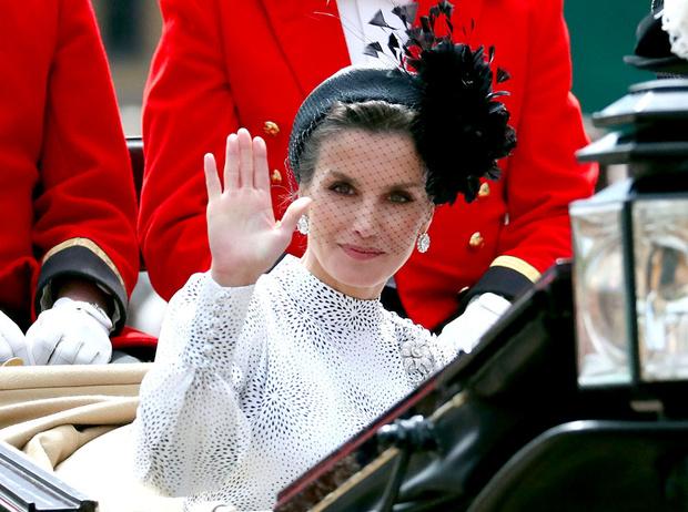 Фото №1 - Какие головные уборы носит королева Летиция