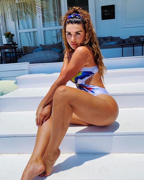 Анна Седокова часто выступает за нейтральное отношение к своему телу и не советует худеть только ради моды