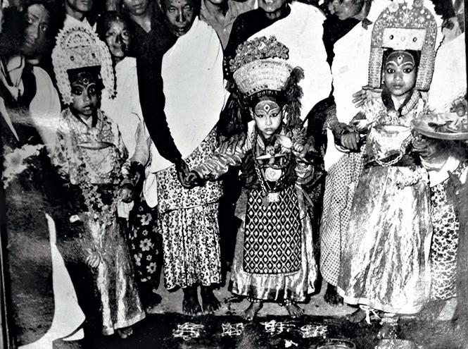 Фото №3 - Бывшая богиня: как живут те, кто перестал быть королевской Кумари в Непале