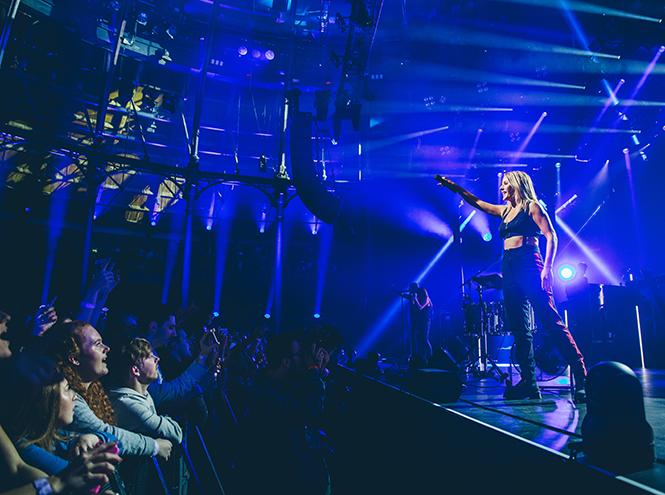 Элли Гулдинг на открытии фестиваля Apple Music 2015