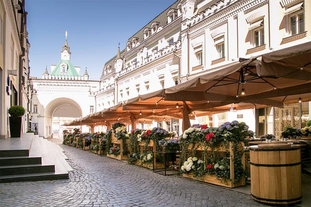 Фото №11 - 10 летних веранд в Москве, куда (пока еще) можно пойти без QR-кода