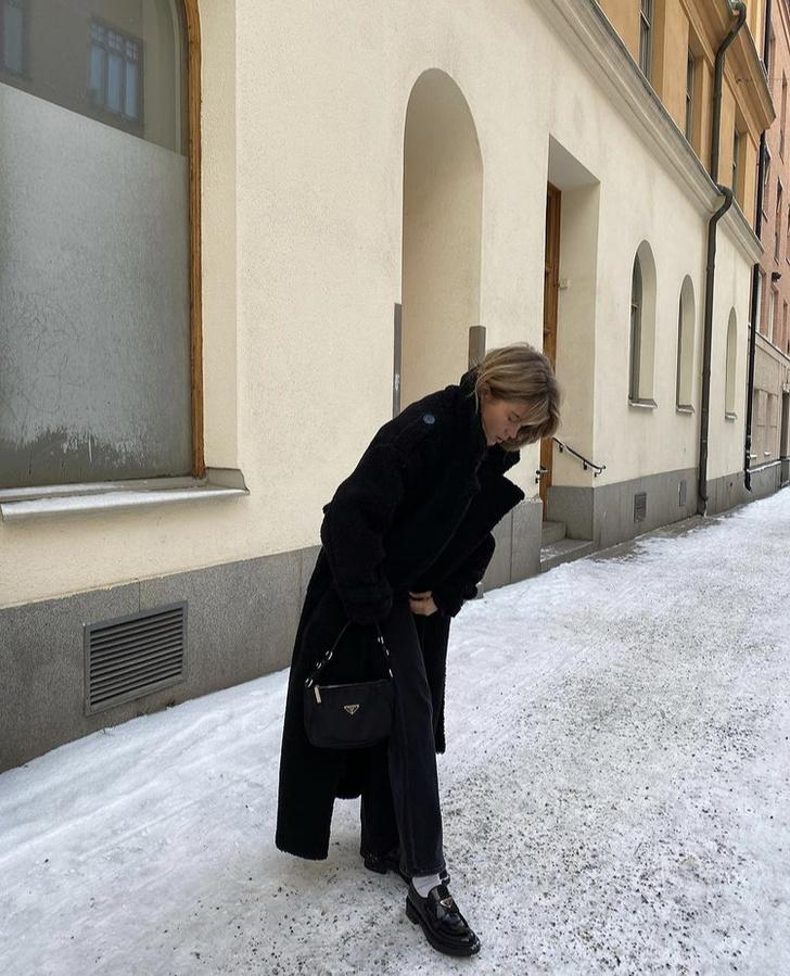 Фото №2 - Длинная искусственная шуба— то, что необходимо в такие морозы. Матильда Джерф выбирает беспроигрышный вариант