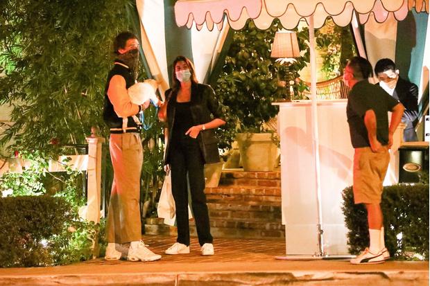 Фото №1 - Столик на троих: Кайя Гербер, Джейкоб Элорди и очаровательный Майло на романтическом свидании