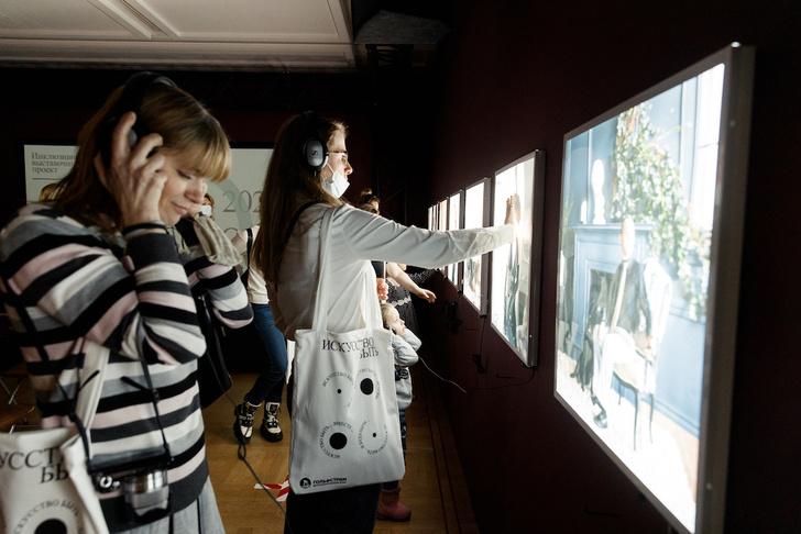 Фото №2 - В музее-заповеднике «Царицыно» открылась инклюзивная выставка «Искусство быть рядом»