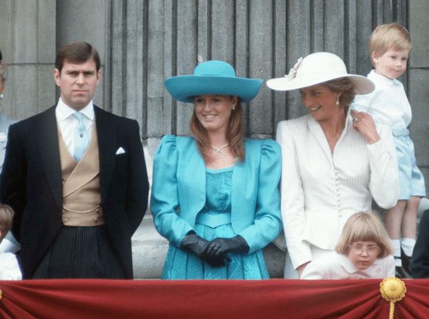 Фото №5 - Как принцесса Диана и Сара Фергюсон разыграли обитателей Букингемского дворца