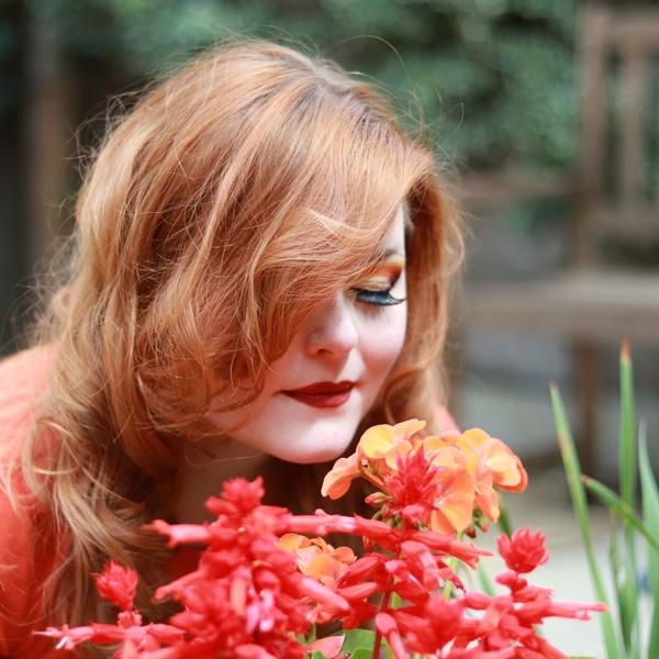 Фото №3 - Как 24-летняя полностью слепая девушка делает профессиональный макияж наощупь