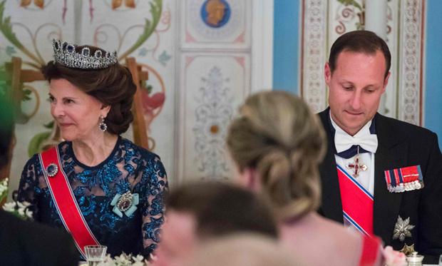 Фото №20 - Забавы королевского двора: самые интересные моменты юбилея Харальда и Сони