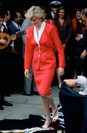 Фото №66 - 70 красных нарядов: как принцесса Диана носила любимый цвет