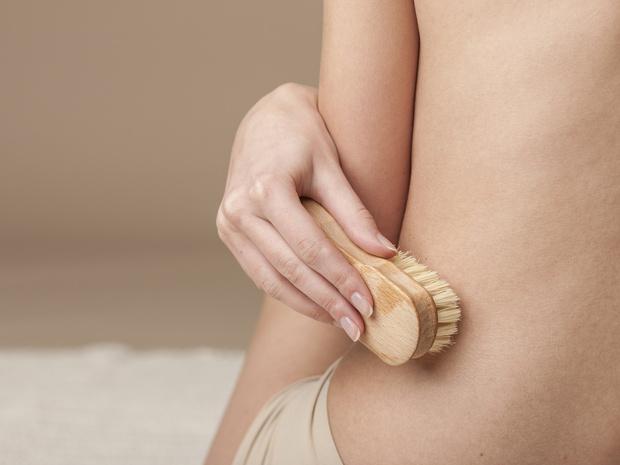 Фото №3 - Враг целлюлита: как правильно делать массаж сухой щеткой