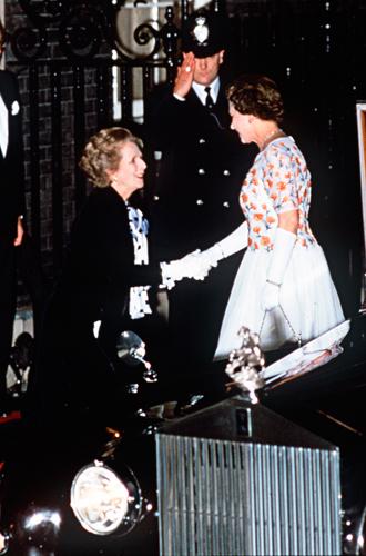Фото №35 - Искусство реверанса: как современные принцессы и королевы приветствуют друг друга