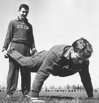 Фото №2 - Утренняя гимнастика в СССР: как делали зарядку наши бабушки