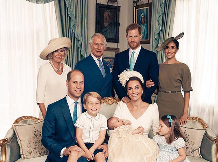 Фото №1 - Почему Королевы нет на официальных фото с крестин принца Луи