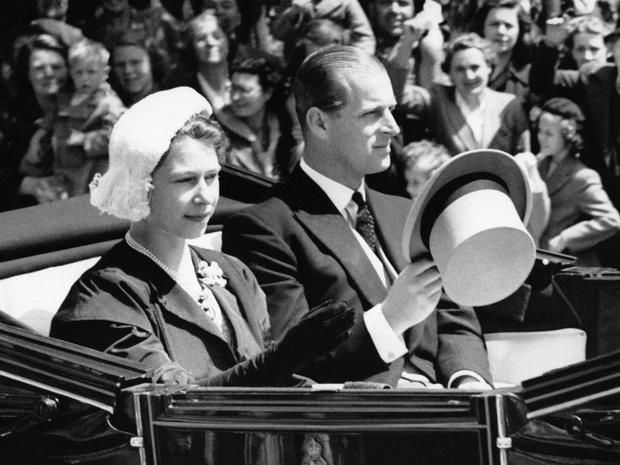 Фото №2 - Смутные времена: как смерть отца Елизаветы поставила под удар ее брак с принцем Филиппом