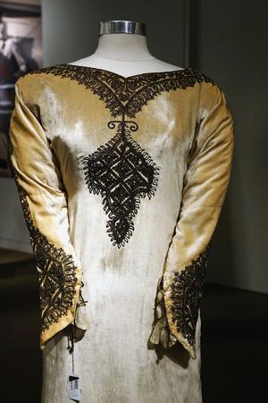 Фото №4 - По расчету: культовые свадебные платья звезд, выставленные на торги
