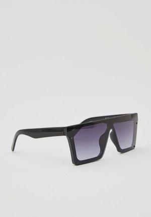 Фото №1 - Скоро весна: как выбрать модные солнцезащитные очки