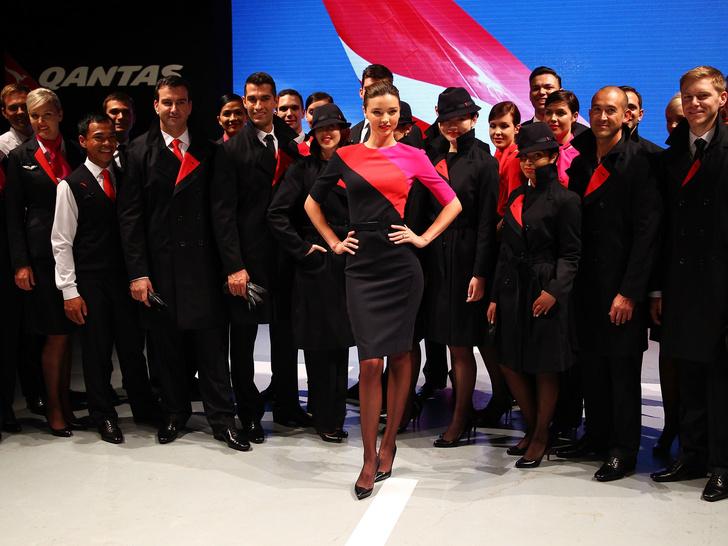 Фото №6 - Небо, самолет, девушка: самые красивые униформы стюардесс в мире