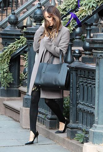 Фото №17 - Штрипки, карго и палаццо: 5 самых модных брюк сезона