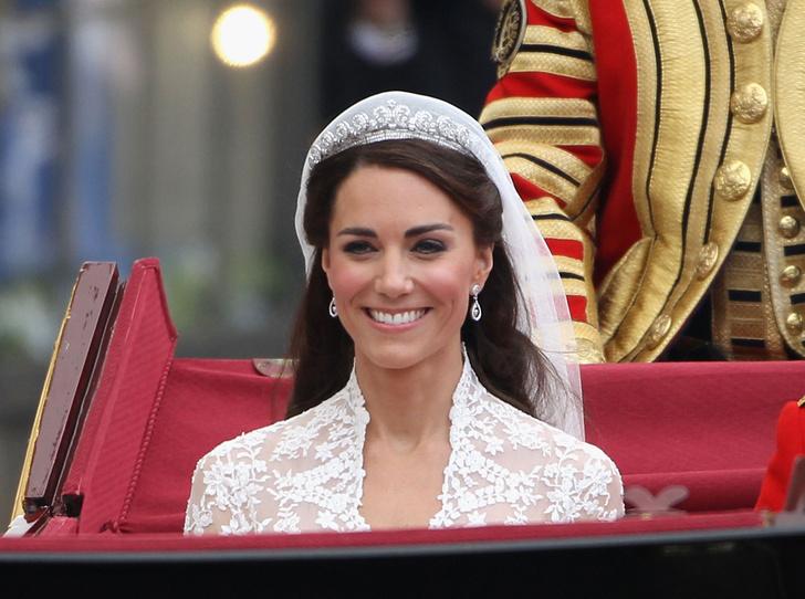 Фото №20 - Какую тиару Елизавета II одолжит Меган Маркл на свадьбу: делаем ставки