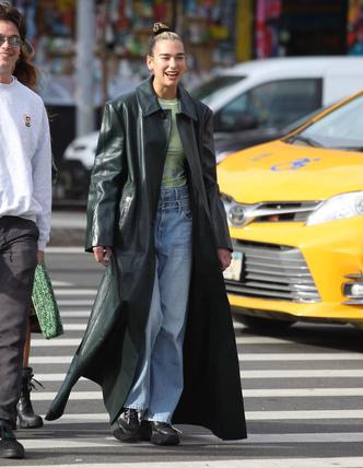 Фото №5 - Кожаные тренчи: как носить самые модные пальто сезона