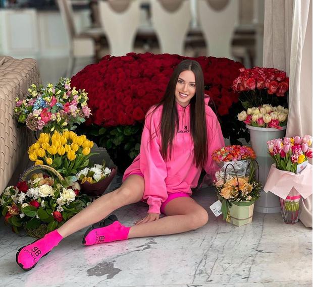 Фото №3 - Все сходится: интернет снова обсуждает третью беременность Костенко