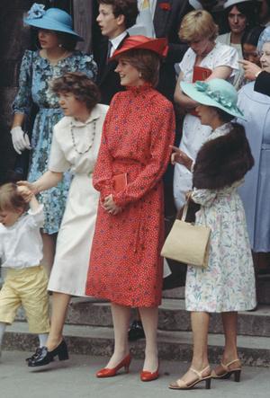 Фото №4 - Стильная гостья: что принцесса Диана носила на чужих свадьбах
